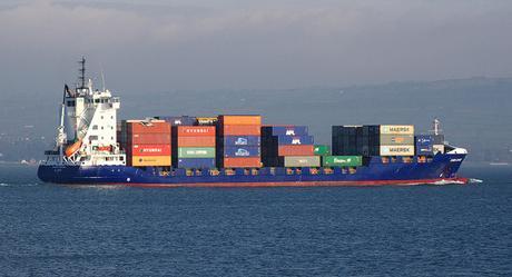 Pourquoi un bateau flotte mĂŞme s'il est en fer ? (Principe d'Archimède)
