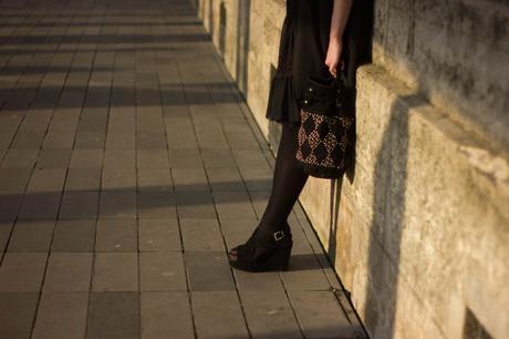 jambes contre mur