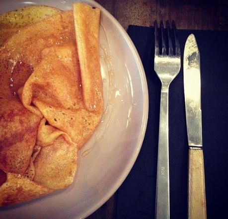 BRETONS, un petit coin douillet pour déguster de bonnes crêpes salées/sucrées (c) D'une île à Paris