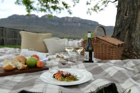 Emirates-OneOnly-Wolgan-Valley-Private-Dining-Gourmet-Picnic-800x533