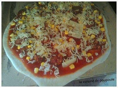 Pizza au chorizo et maïs
