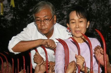 DERNIERE MINUTE. Htin Kyaw, ami d'enfance d'Aung San Suu Kyi et résistant démocrate, sera le nouveau Président de la Birmanie