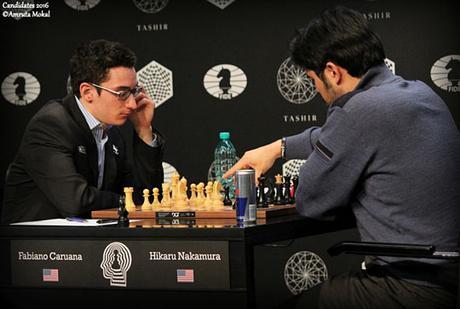La partie d'échecs entre les deux américains Caruana et Nakamura de la ronde 8 - Photo © Amruta Mokal