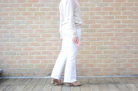 De blanc vêtue
