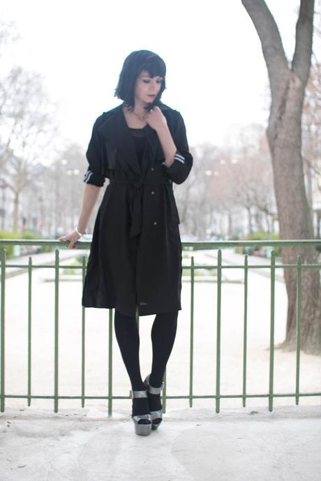 dark outfit