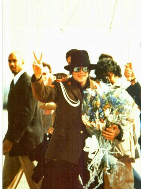 Michael Jackson visits Zaragoza Spain 1996 (4) (1)