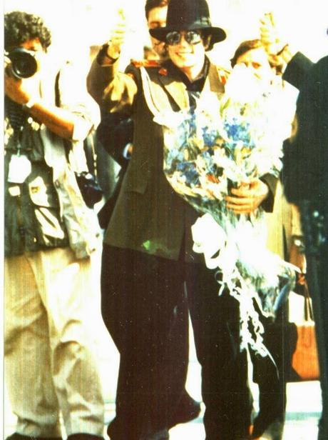 Michael Jackson visits Zaragoza Spain 1996 (5)