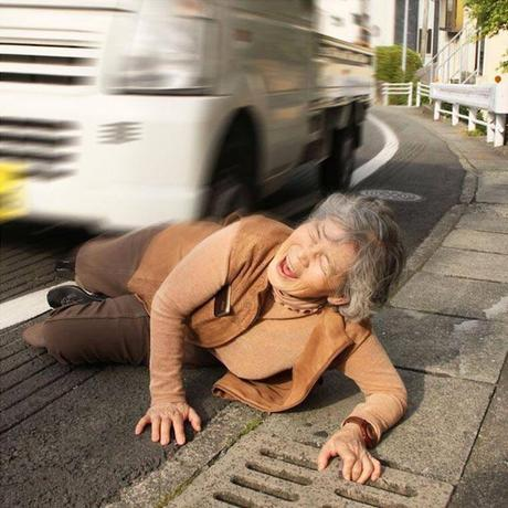 Cette mamie japonaise de 87 ans se met en scène dans des situations incroyables !