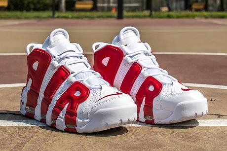 nike air more uptempo rouge et blanc
