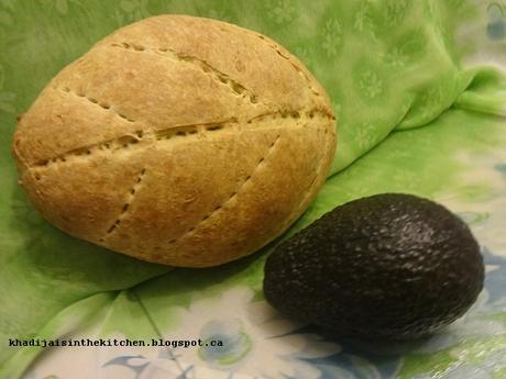 PAIN DE LA SEMAINE : PAIN À L'AVOCAT / BREAD OF THE WEEK: AVOCADO BREAD / PAN DE LA SEMANA: PAN CON AGUACATE / خبز الاسبوع : خبز الافوكادو