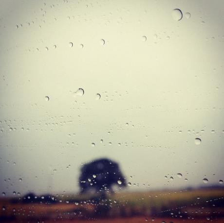 La vue d'en face en voiture, départ en vacances sous la pluie  (c) D'une île à Paris