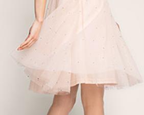 Sélection mode spécial mariage : une tenue d'invitée nude, avec tulles et paillettes