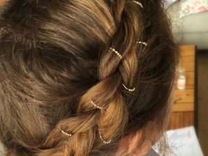 Bijoux de cheveux (c) YAY