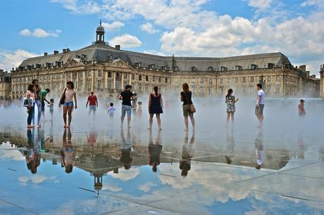 Sur le miroir d'eau de Bordeaux