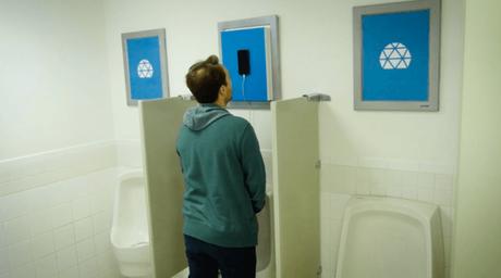Rechargez votre téléphone portable avec votre urine !