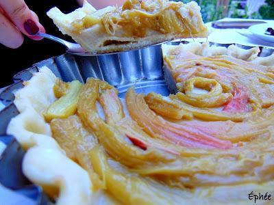 Tarte à la rhubarbe et à la crème à la vanille