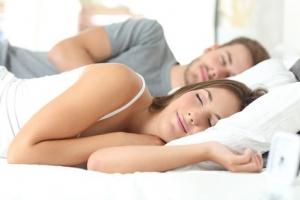 COUPLE: Le sommeil, un indicateur majeur de la qualité de la relation  – Social Psychological and Personality Science