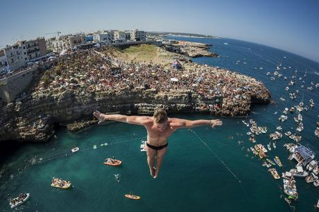 Artem Silchenko of Russia dives from the 27 metre platform during the fifth stop of the Red Bull Cliff Diving World Series in Polignano a Mare, Italy on August 28 2016. // Romina Amato/Red Bull Content Pool // P-20160828-02025 // Usage for editorial use only // Please go to www.redbullcontentpool.com for further information. //