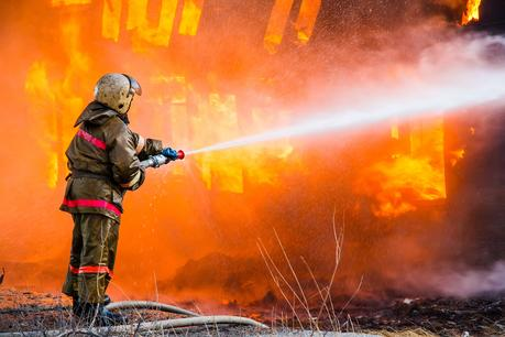 bigstock-Fireman-Extinguishes-A-Fire-91114982.jpg