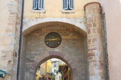 hyères var ville haute vieille médiéval moyen âge porte massillon