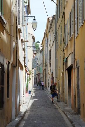hyères var ville haute vieille médiéval moyen âge ruelle