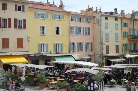 hyères var ville haute vieille médiéval moyen âge place massillon