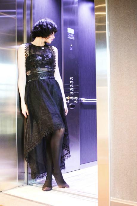 girl-in-elevator