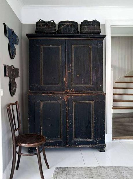 meuble ancien peinture noire
