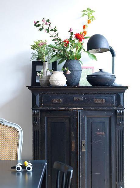 petit meuble noir ancien