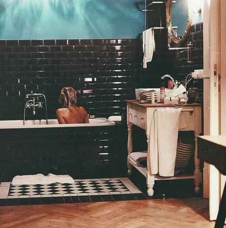 carreaux metro noir salle de bains