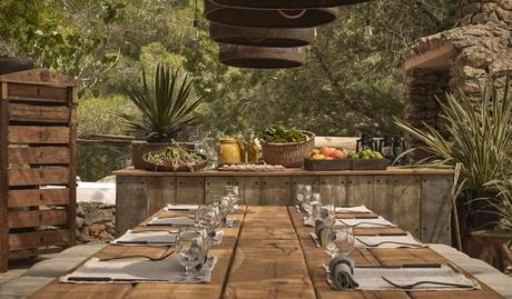 la-granja-ibiza-restaurant-outdoor-table-M-01-r-1