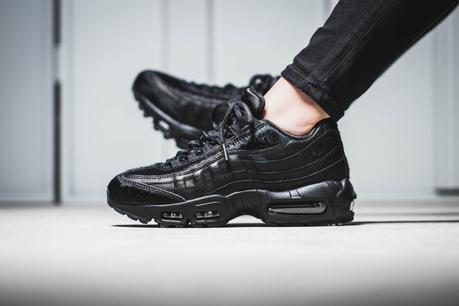 807443-004 nike air max 95 black pony
