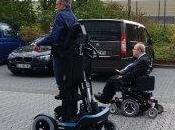 Innovation fauteuil roulant debout