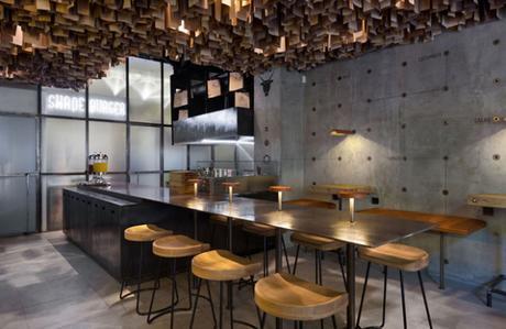 conseilsdeco-shade-burger-materiaux-bruts-hamburgers-architecte-interieur-yoddesign-restaurant-canopee-bois-conseils-deco-05