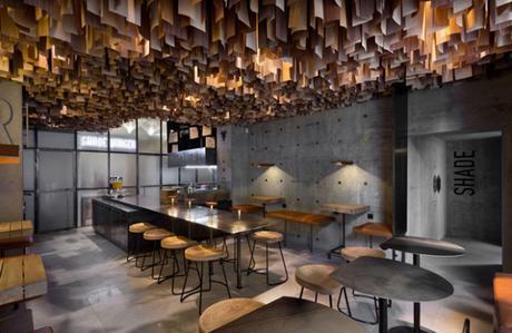 conseilsdeco-shade-burger-materiaux-bruts-hamburgers-architecte-interieur-yoddesign-restaurant-canopee-bois-conseils-deco-03