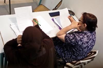 Fouzia et Ounissa pendant l'atelier d'ASL © E.R