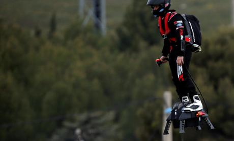 Flyboard Air : l'hoverboard qui peut flâner dans les airs