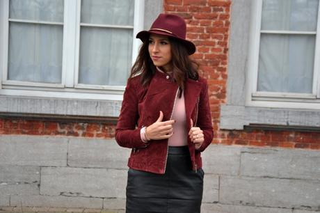Burgundy & jupe en simili