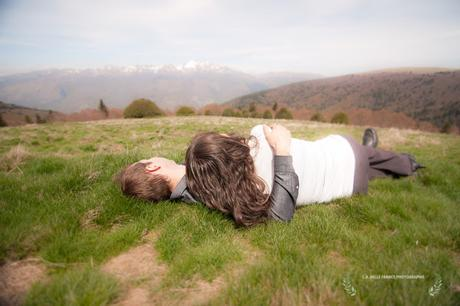 Séance photos Engagement en montagnes. Foix et Plateau de Beille.  Love photo session in the mountains of Pyrenees, France.