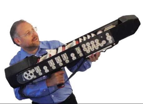 Ce fusil en 3D est capable de tirer 120 avions en papier par minute.