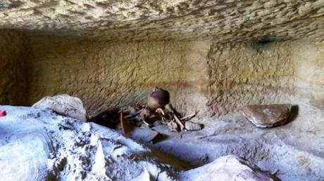Douze anciens sites funéraires égyptiens découverts à Assouan