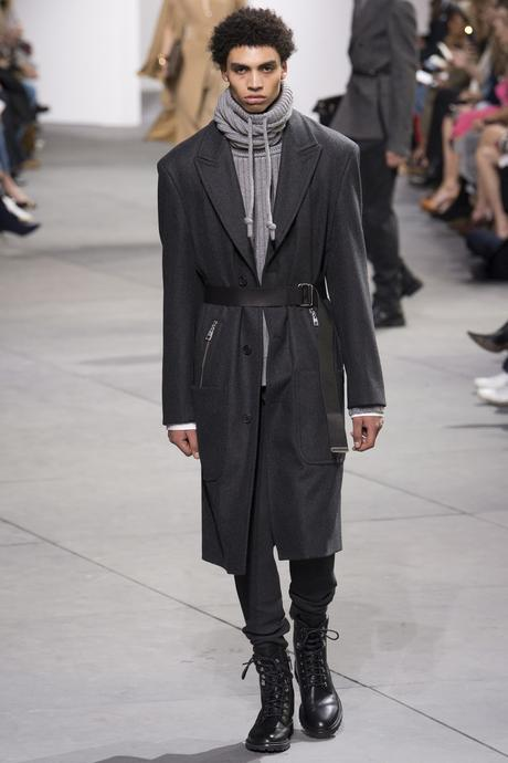 New York Fashion Week hiver 2017 : Les silhouettes masculines du défilé Michael Kors Collection...