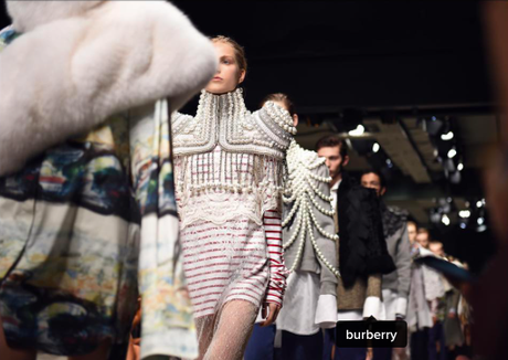 London Fashion Week hiver 2017 : Le défilé Burberry...