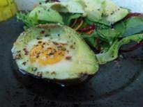 Avocat cuit à l'œuf
