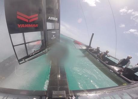 Quand le catamaran de Oracle Team USA chavire