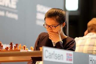 Hou Yifan en tête du Grenke Chess Classic - Photo © Georgios Souleidis