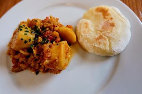 Curry aux mogettes, pommes de terre, chou-fleur et tomates {sans œufs, sans lait, sans gluten}