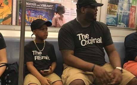 Un papa lance une paire de t-shirts « The Original & The Remix »