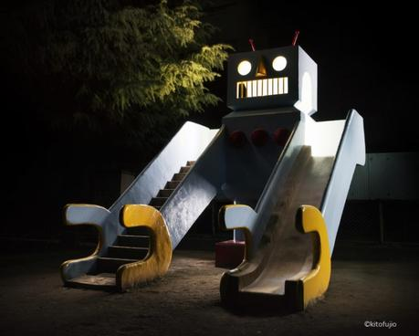 Japanese Playground Equipment at Night par Kito Fujio