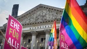 En Europe, le mariage homosexuel avance.